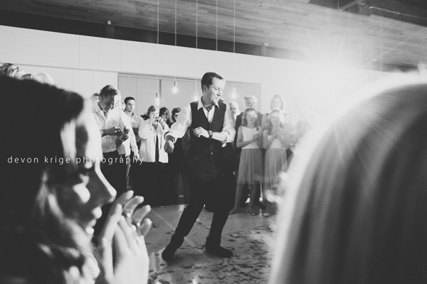 005-greek-dancing-breaking-plates-best-moments-wedding-photographer