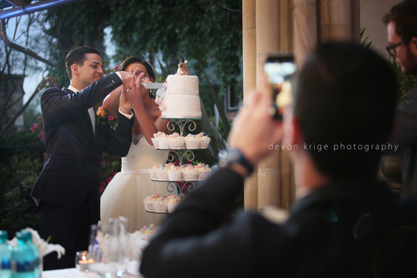 048-wedding-speaches-and-reactions-cake-cutting-shepstone-gardens-best-wedding-ever-gauteng-wedding-photographer