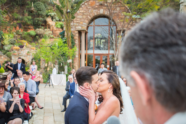 061-first-kiss-wedding-altar-shepstone-gardens-johannesburg-wedding-photographer