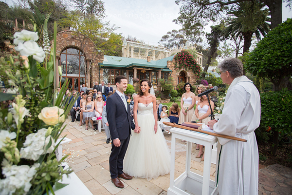063-first-kiss-wedding-altar-shepstone-gardens-johannesburg-wedding-photographer