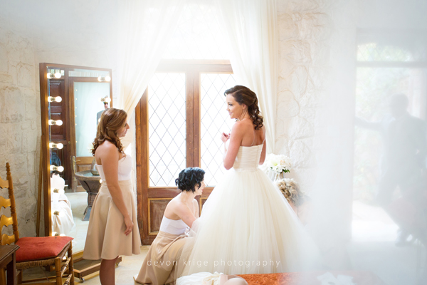 074-getting-ready-photos-bride-and-brides-maids-wedding-dress-shepstone-gardens-johannesburg-wedding-photographer