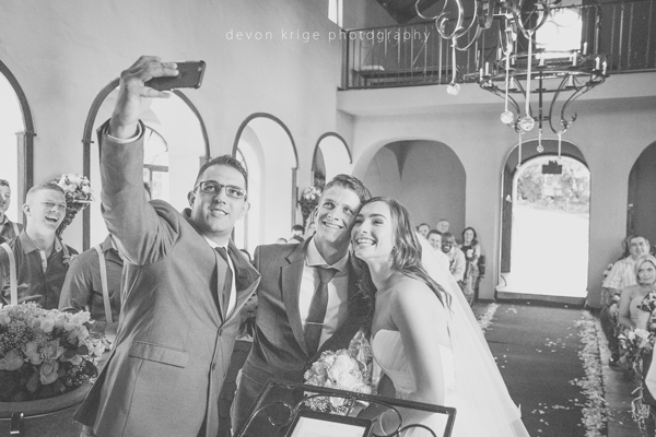 118-best-wedding-selfie-ever-moon-and-sixpence-wedding-venue-photographer