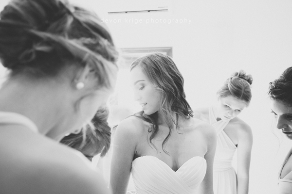 127-bridal-photos-getting-ready-photos-moon-and-sixpence-photographer