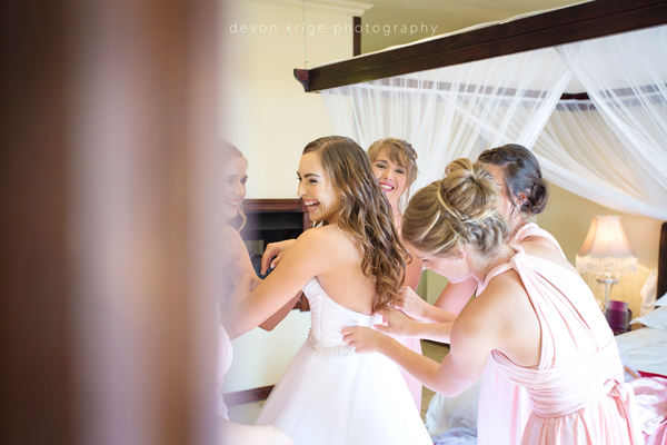 128-bridal-photos-getting-ready-photos-moon-and-sixpence-photographer