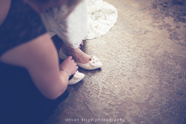 581-bridal-prep-groom-getting-ready-the-stone-cellar-wedding-venue-johannesburg-photographer