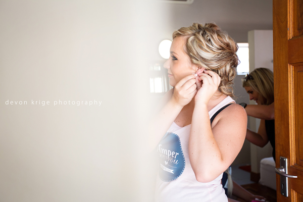 613-thabazimbi-wedding-photographer-bridal-prep-getting-ready-wedding-photographer-johannesburg
