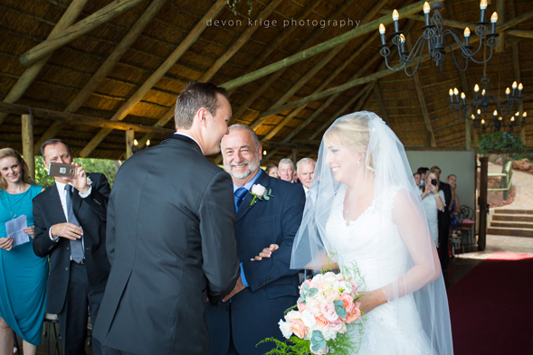 057-leopard-lodge-wedding-venue-walking-down-the-isle-going-to-married-wedding-photographer-johannesburg-south-africa