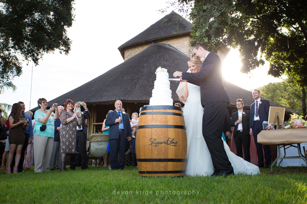 063-leopard-lodge-wedding-venue-cutting-the-cake-group-photos-wedding-photography-south-africa