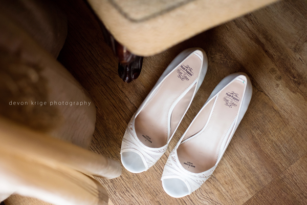507-bridal-prep-getting-ready-photos-toadbury-hall-wedding-venue-wedding-photographer-johannesburg