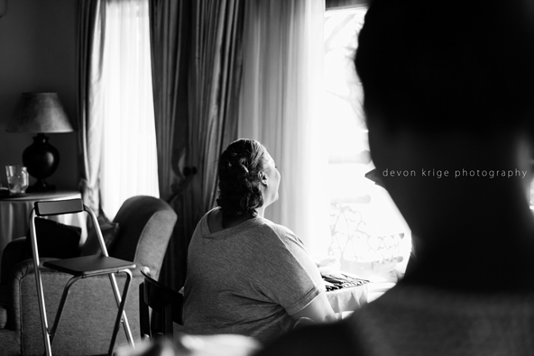515-bridal-prep-getting-ready-photos-toadbury-hall-wedding-venue-wedding-photographer-johannesburg