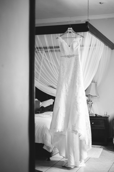 0014-bridal-prep-getting-ready-wedding-photos-moon-and-sixpence-gauteng